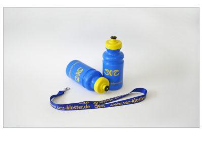 schneider.media Werbeartikel Trinkflasche Schlüsselband